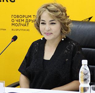 Ырчы Гулзинат Суранчиева маек учурунда
