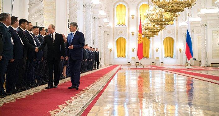 Руководитель Киргизии: Переход стран прежнего СССР налатиницу отдаляет народы