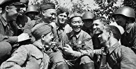 Советские солдаты отдыхают между боями за Смоленск. Архивное фото