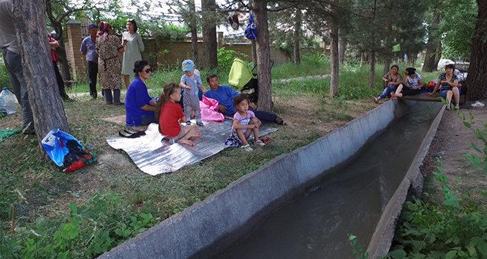 Когда некуда идти — история 26 семей, вмиг оставшихся на улице в Бишкеке