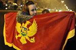 Черногориянын желегин кармаган кыз. Архив