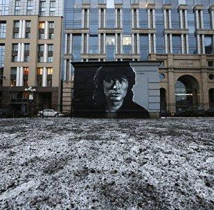 Настенная живопись с изображением певца Виктора Цоя в Центральном районе Санкт-Петербурга.
