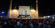 Оштогу мечитте Кадыр түн тосуу. Архивдик сүрөт