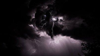 Фотографии молнии, снятые токмокским фотографом Рустемом Ильясовым