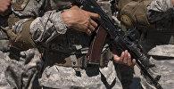 Офицер Национальной Гвардии с автоматом в руках. Архивное фото
