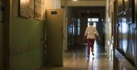 Врач в коридоре республиканского ожогового центра. Архивное фото