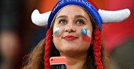 Чилиская болельщица перед началом матча Кубка конфедераций-2017 по футболу между сборными Камеруна и Чили.