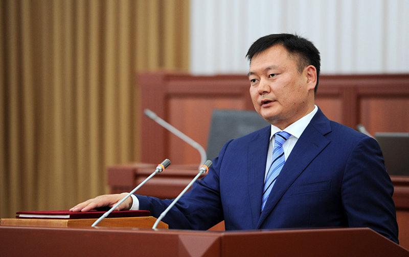 Глава Государственного комитета промышленности, энергетики и недропользования Дуйшенбек Зилалиев во время церемонии принесения присяги в ЖК. Архивное фото