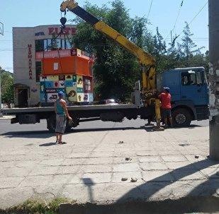 Демонтаж незаконных объектов вокруг Орто-Сайского рынка