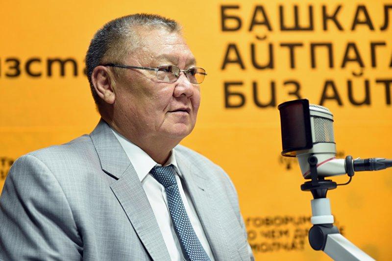 Советник премьер-министра, председатель Ассамблеи народа Кыргызстана Токон Мамытов во время интервью на радио Sputnik Кыргызстан