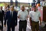Президенти Алмазбек Атамбаев Дастан трансулуттук корпорациясынын ишмердиги менен таанышуу учурунда
