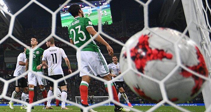 Германиянын футбол боюнча курама командасы мексикалыктар менен жарым финалда ойноду