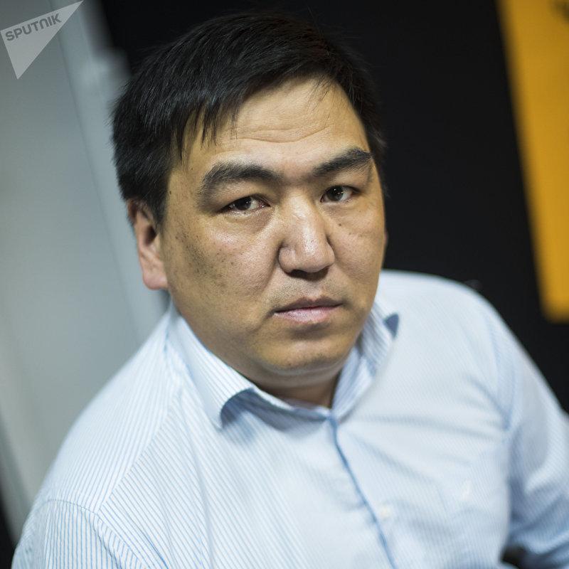 Единственный в Кыргызстане костный онколог Алмаз Бабалаев во время интервью Sputnik Кыргызстан