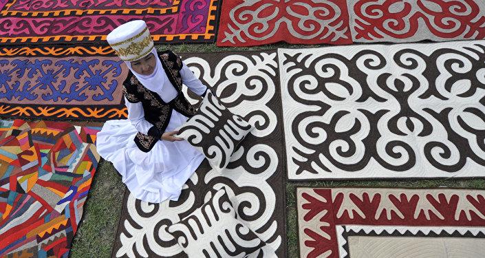 Международный фестиваль Кыргыз шырдагы. Архивное фото
