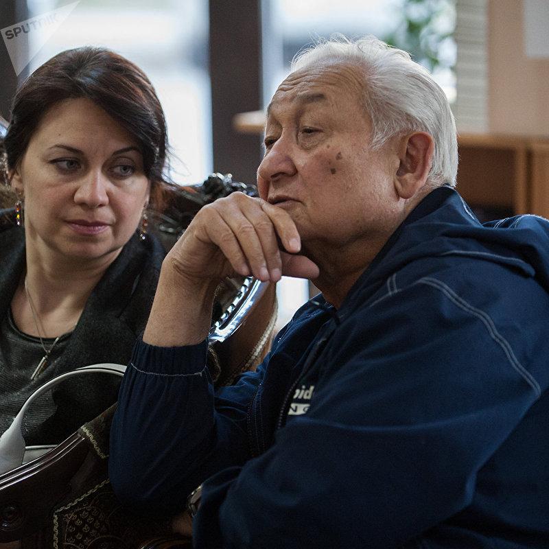 Выдающийся хирург, герой Кыргызстана Эрнст Акрамов с певицей М. Шипулиной