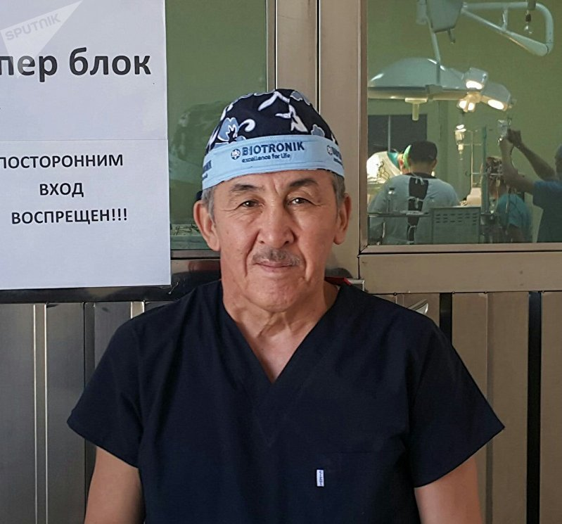 Хирург столичной больницы Калдарбек Абдраманов