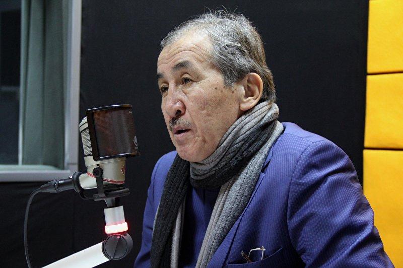 Главный кардиохирург страны, профессор, доктор медицинских наук Калдарбек Абдраманов во время интервью на радио Sputnik Кыргызстан