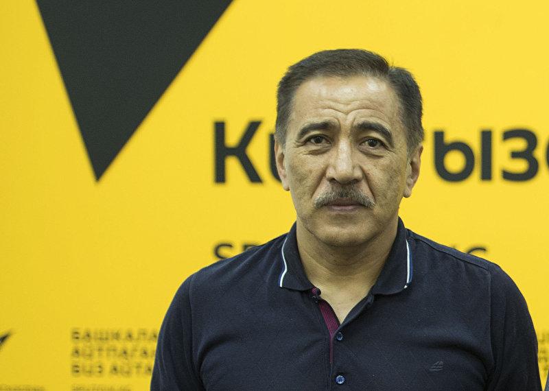 Генерал-майор, эксперт по безопасности, экс-заместитель председателя ГКНБ Артур Медетбеков во время интервью Sputnik Кыргызстан