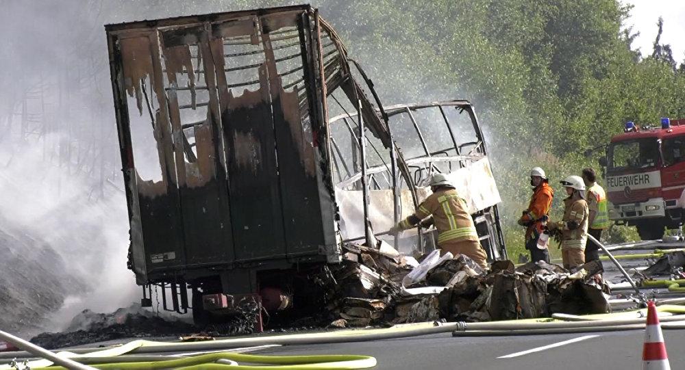 Власти Германии проинформировали о многочисленных жертвах ДТП вБаварии