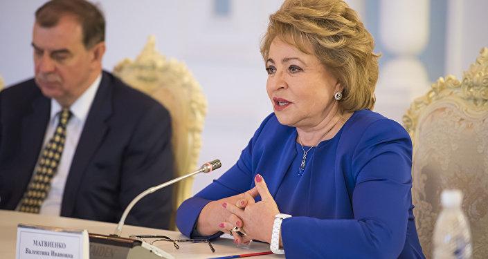 Матвиенко поблагодарила Атамбаева за возможность встретиться и отметила, что последний раз была в Кыргызстане три года назад.