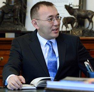 Кыргызстандын биринчи премьер-министри Толкунбек Абдыгуловдун архивдик сүрөтү