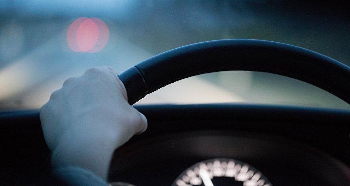 Водитель за рулем. Архивное фото