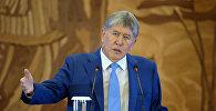 Мурунку президент Алмазбек Атамбаевдин архивдик сүрөтү