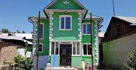 Жилой дом построенный из железных контейнеров в Бишкеке. Архивное фото
