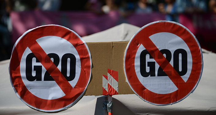Участники акции протеста в преддверии саммита G20 в Гамбурге. Архивное фото