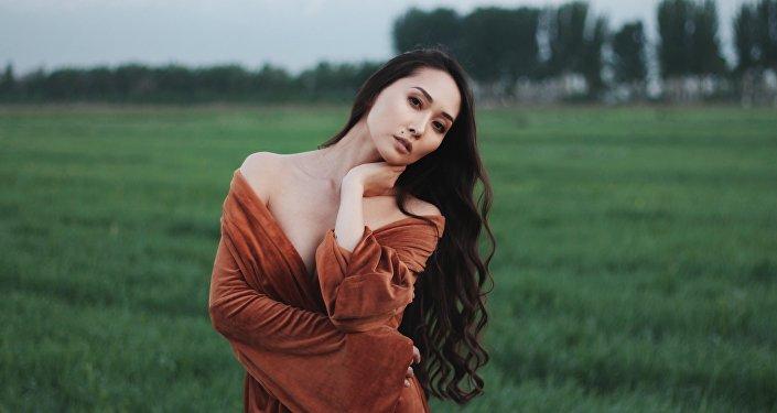 Кыргызстанская актриса и модель Мээрим Атантаева