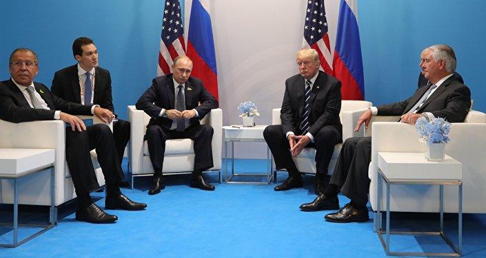 АКШ президенти Дональд Трамп менен Россиянын президенти Владимир Путин