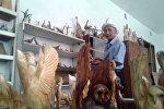 Работа скульптора Осконаалы Музулманова в Джалал-Абаде