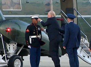 Трамп неудачно пытался вернуть фуражку солдату