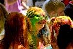 Фестиваль красок ColorFest в парке имени Ата-Тюрка в Бишкеке