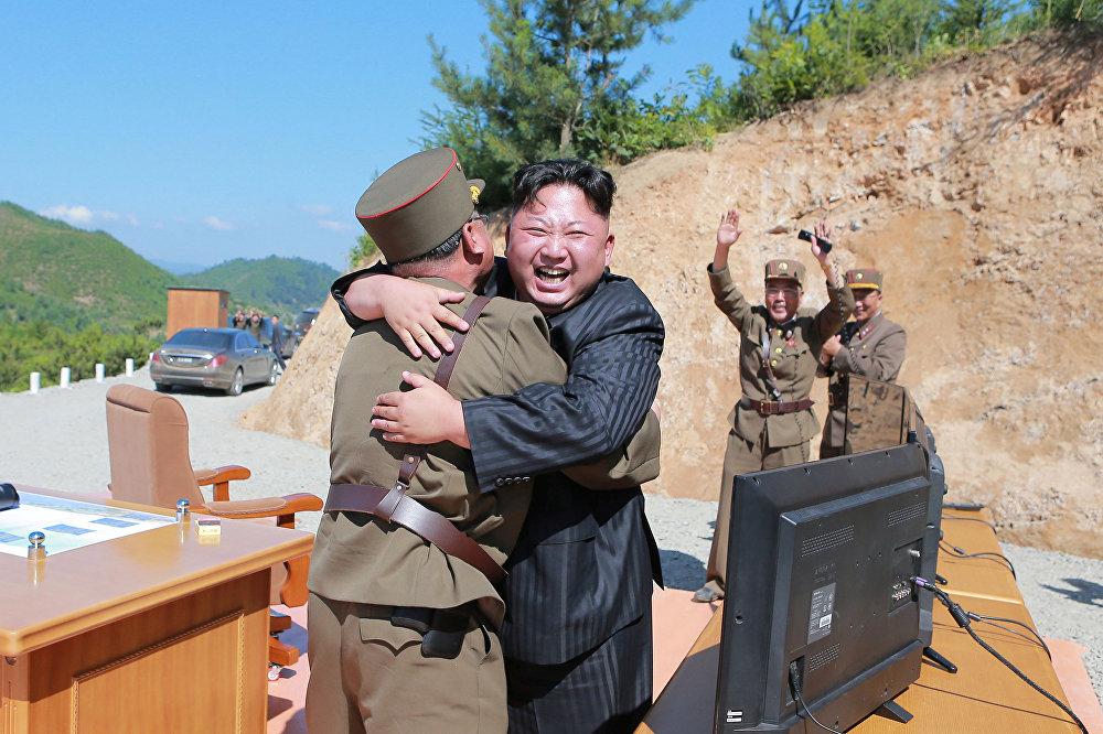 Түндүк Корея лидери Ким Чен Ындын Хвансон-14 баллистикалык ракетасы сыноодон ийгиликтүү өткөндөн кийинки реакциясы