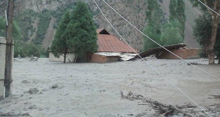 Дома и дворы затопило 9 июля ближе к вечеру