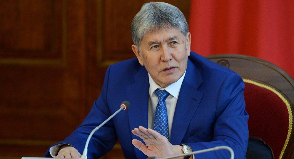 Өлкө башчысы Алмазбек Атамбаевдин архивдик сүрөтү