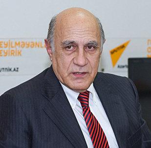 Архивное фото азербайджанского политолога Фикрета Садыхова