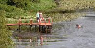 Плавание в реке. Архивное фото