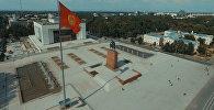 Памятник Айкол Манас (Манасу Великодушному) на центральной площади Ала-Тоо в Бишкеке. Архивное фото