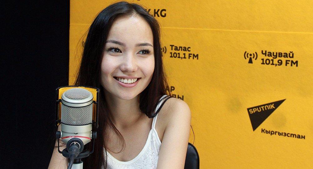 Молодая певица Толгонай Арзыкеева