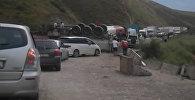 Затор из-за перевернувшегося бензовоза: кадры с трассы Бишкек — Ош