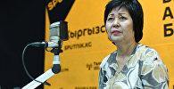 Основательница курсов кыргызского языка Гульмира Дюшеева во время интервью Sputnik Кыргызстан