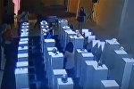 Селфи за $200 тыс — посетительница музея в США сломала дорогие экспонаты