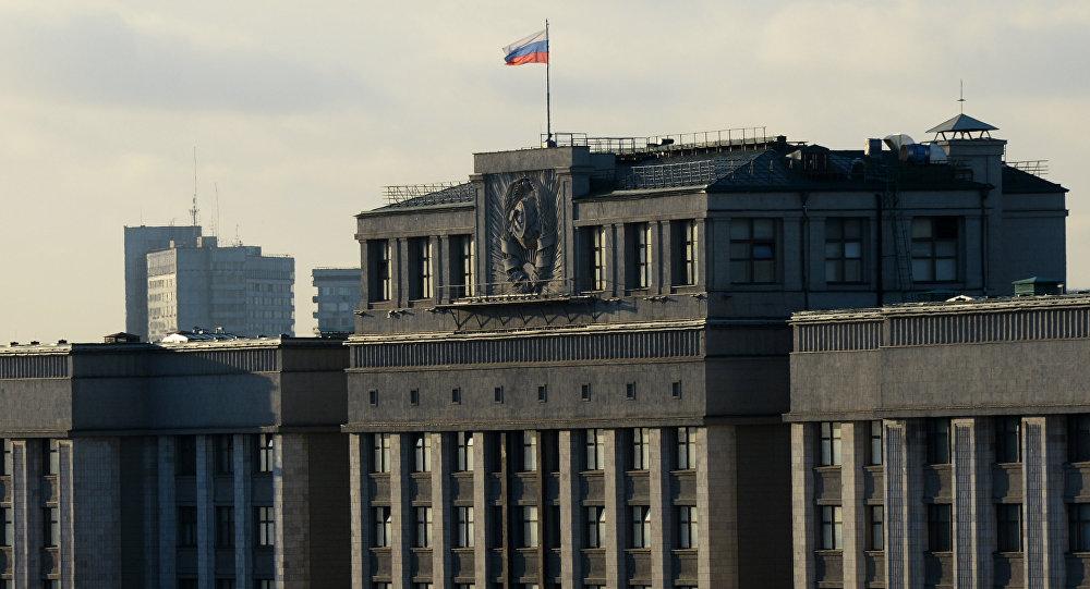 Совещание Государственной думы довелось прервать из-за протёкшей вовремя дождя крыши