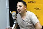 Ырча жана актер Съездбек Искеналиев маек учурунда