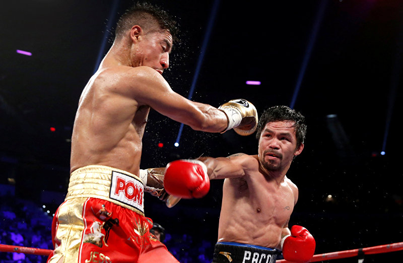 Бывший чемпион мира в восьми весовых категориях филиппинский боксер Мэнни Пакьяо вернулся на ринг и победил американца Джесси Варгаса, отобрав у того титул чемпиона мира по версии Всемирной боксерской организации (WBO) в полусреднем весе. Встреча, которая продолжалась 12 раундов, завершилась победой Пакьяо единогласным решением судей