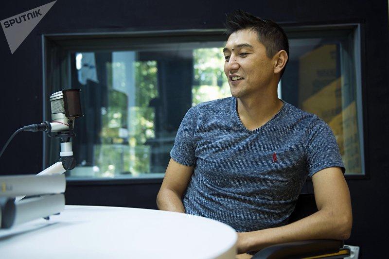 Продюсер юмористического шоу Жарайт City Асхат Табалдиев во время интервью на радио Sputnik Кыргызстан