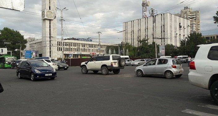 Пострадавших нет, но образовалась большая пробка от проспекта Эркиндик до улицы Шопокова