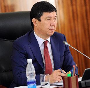 Экс премьер-министр Темир Сариевдин архивдик сүрөтү